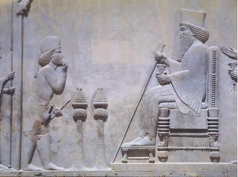 המלך הפרסי דרייוש על כסא מלכותו. חשבו על אחשוורוש.
