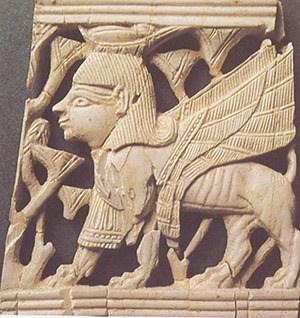 בתמונה יצור מכונף;לוחית שנהב משומרוןהקדומה.